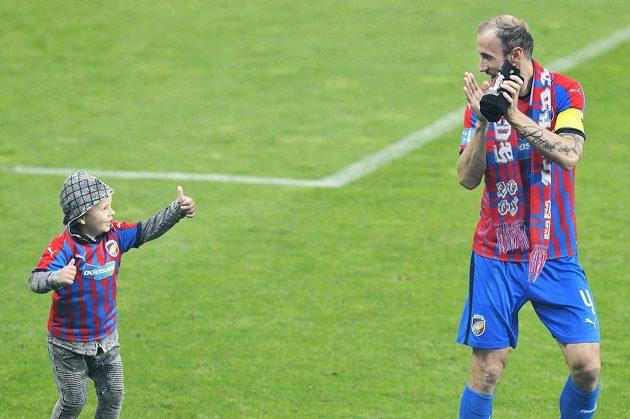 Roman Hubník (vpravo) se po zápase loučil s plzeňským klubem.