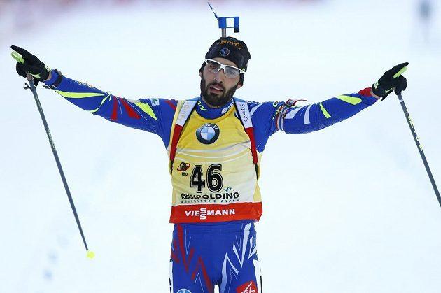 Francouzský suverén Martin Fourcade, vítěz vytrvalostního závodu biatlonistů na 20 km v Ruhpoldingu.