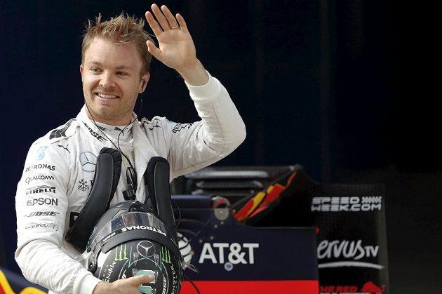 Nico Rosberg se může radovat ze třetího vítězství v řadě.