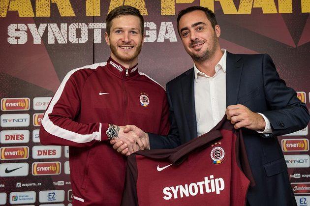 Nová posila Sparty obránce Ondřej Mazuch (vlevo) a generální ředitel klubu Adam Kotalík.