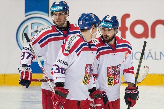 Hokejisté české reprezentace (zleva): Josef Hrabal, Jakub Krejčík a Milan Gulaš.