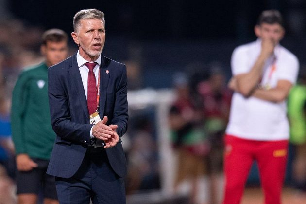Český trenér Jaroslav Šilhavý během utkání s Černou Horou.
