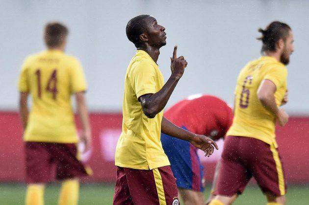 Sparťanský útočník Kehinde Fatai oslavuje gól na 1:1 v utkání 3. předkola Ligy mistrů v moskevské Areně Chimki.