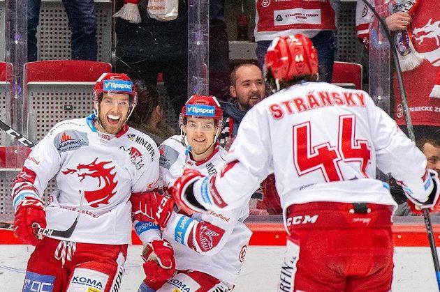 Zleva Ondřej Kovařčík, Michal Kovařčík a Matěj Stránský z Třince se radují z prvního gólu.