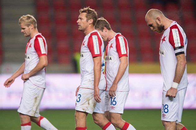 Zklamaní slávističtí fotbalisté po porážce s Olomoucí. Zleva Jan Mikula, Karel Piták, Milan Černý a Martin Latka.