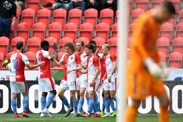 Slávisté slaví gól proti Olomouci.