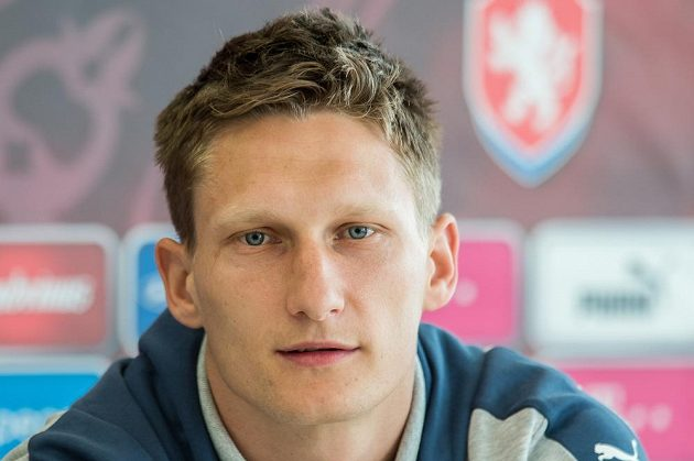 Útočník Milan Škoda během tiskové konference české fotbalové reprezentace.