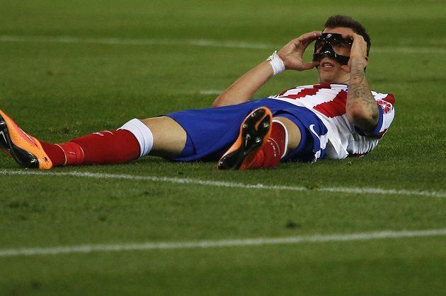 Útočník Atlétika Madrid Mario Mandžukič v utkání proti Seville.