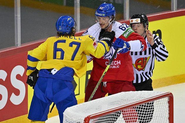 Potyčka Rickarda Rakella (vlevo) ze Švédska a Andreje Šustra.