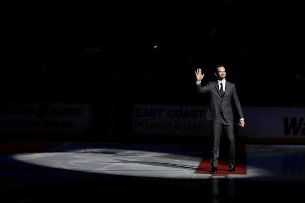 Patrik Eliáš zdraví fanoušky, jedno z jeho posledních loučení s kariérou v NHL.