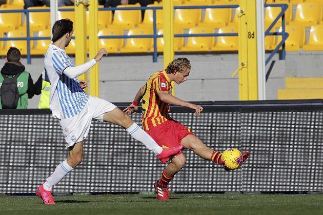 Český fotbalista Antonín Barák v dresu Lecce v akci během utkání italské ligy.