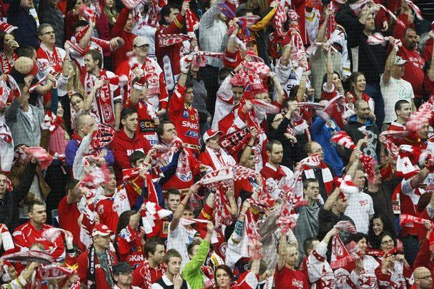 Fanoušci Slavie při semifinálovém duelu play off proti Plzni.