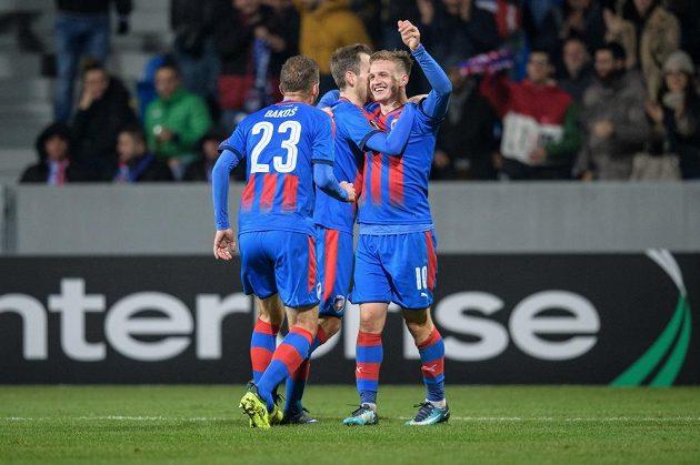 Záložník Viktorie Plzeň Jan Kopic oslavuje gól na 2:0 během utkání základní skupiny Evropské ligy s FCSB.