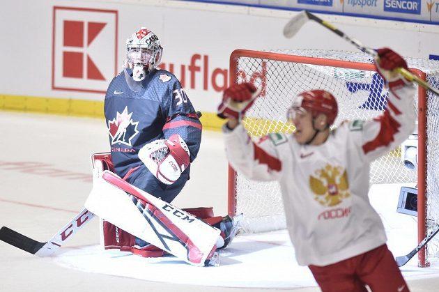 Nikita Alexandrov střílí první gól Ruska.