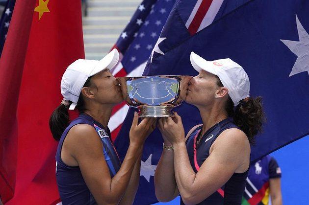 Tenistka Samantha Stosurová získala po 16 letech druhý titul na US Open ve čtyřhře. Sedmatřicetiletá Australanka, jež ovládla ve Flushing Meadows deblovou soutěž už v roce 2005, triumfovala po boku o šest let mladší Číňanky Čang Šuaj.