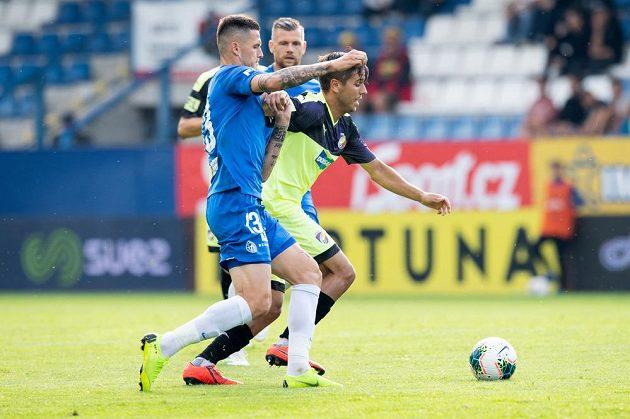 Roman Potočný ze Slovanu Liberec (vlevo) a Aleš Čermák z Viktorie Plzeň během utkání 2. kola fotbalové ligy.