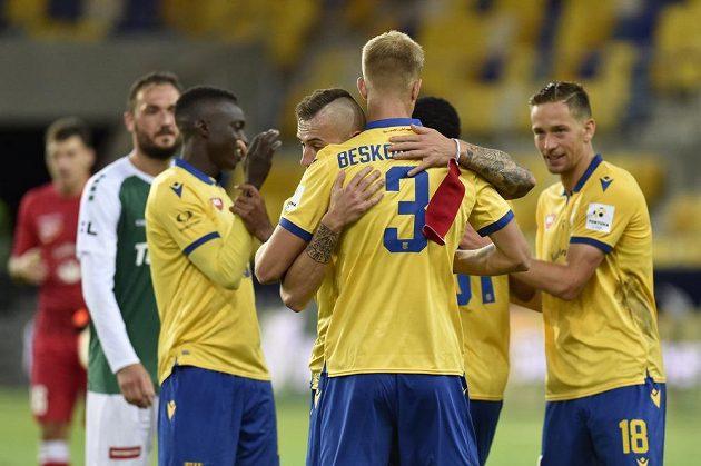 Hráči Dunajské Stredy se radují z vítězství nad Jabloncem.