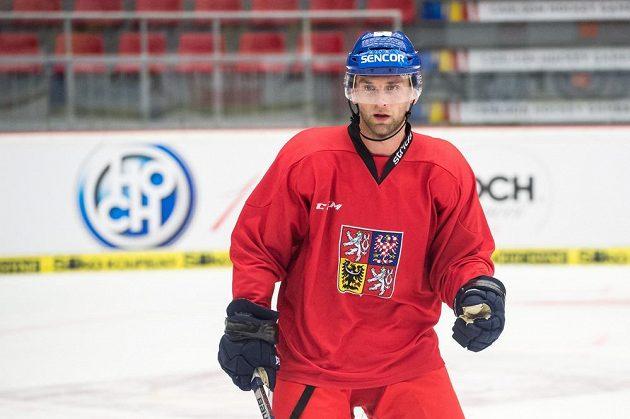 Zadák Jakub Kindl během tréninku hokejové reprezentace.
