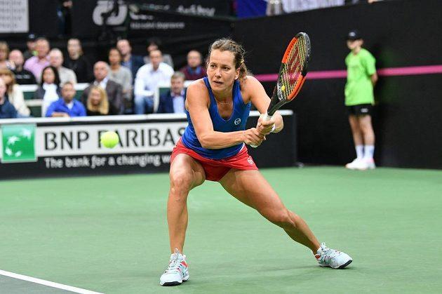 Barbora Strýcová v zápase proti Sofii Keninové z amerického týmu ve finále Fed Cupu 2018.