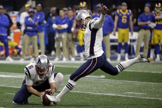 Super Bowl: Stephen Gostkowski (3) z týmu New England Patriots povedeným kopem pomohl svému týmu k triumfu v Super Bowlu. Nad Los Angeles Rams vyhrál jeho tým 13:3.