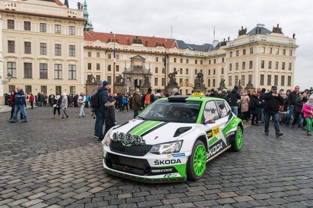 Jan Kopecký se Škodou Fabia R5 v Praze.