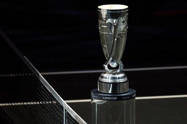 Tuto trofej získá vítězný tým premiérového Laver Cupu.