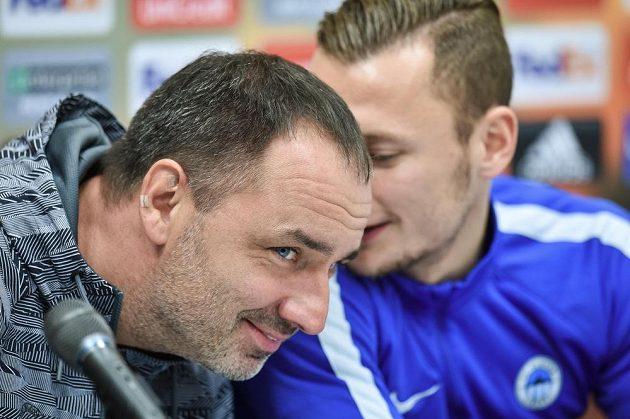Liberecký trenér Jindřich Trpišovský (vlevo) a obránce Slovanu Vladimír Coufal na středeční tiskové konferenci před utkáním Evropské ligy s Fiorentinou.