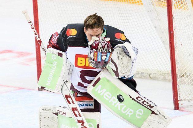 Brankář Sparty Jakub Sedláček během utkání Tipsport extraligy s Kladnem.