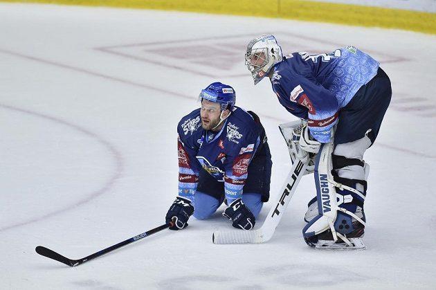 Zachráníme se v extralize? Zleva Michal Barinka a brankář Lukáš Cikánek z Kladna po čtvrtém inkasovaném gólu v Liberci.