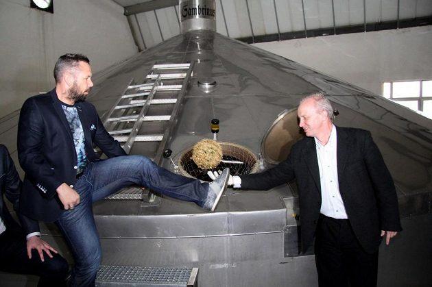 Pavel Horváth (vlevo) a sládek pivovaru Pavel Zítek.