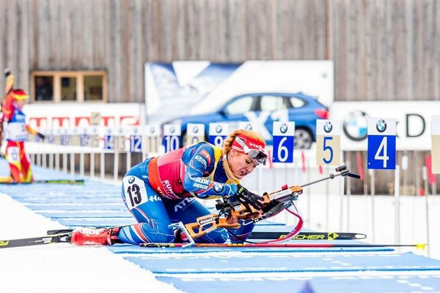 Gabriela Soukalová na střelnici během závodu ve sprintu SP v Ruhpoldingu.