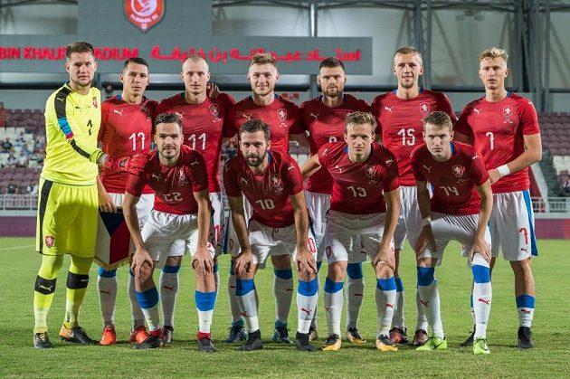 Český tým před zápasem s Islandem v Kataru.
