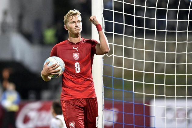 Antonín Barák se raduje z gólu proti Moldavsku.