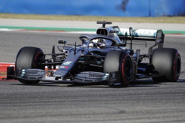 Britský pilot Lewis Hamilton v kvalifikaci na závod Velké ceny USA F1.