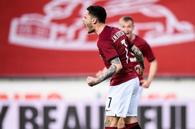 David Moberg Karlsson ze Sparty Praha oslavuje vedoucí gól během utkání 31. kola Fortuna ligy.