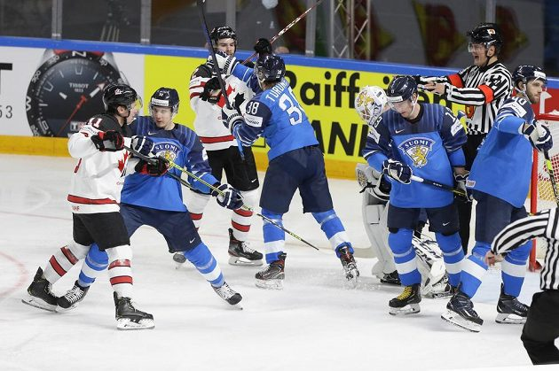 Finále hokejového MS nabídlo i řadu potyček.