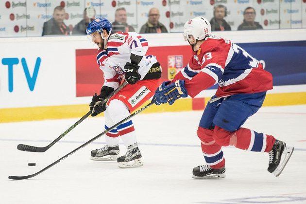 Tomáš Hyka (vlevo) během utkání v rámci Euro Hockey Challenge s Norskem.