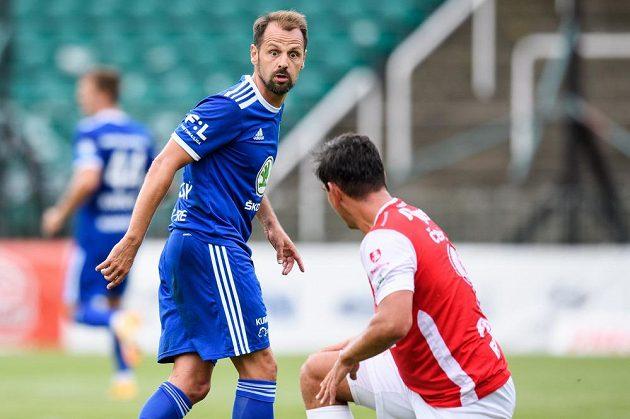 Marek Matějovský z Mladé Boleslavi a Pavel Černý z Pardubic během utkání 3. kola Fortuna ligy.