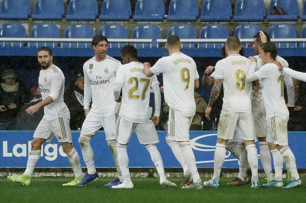 Fotbalisté Realu se radují z branky
