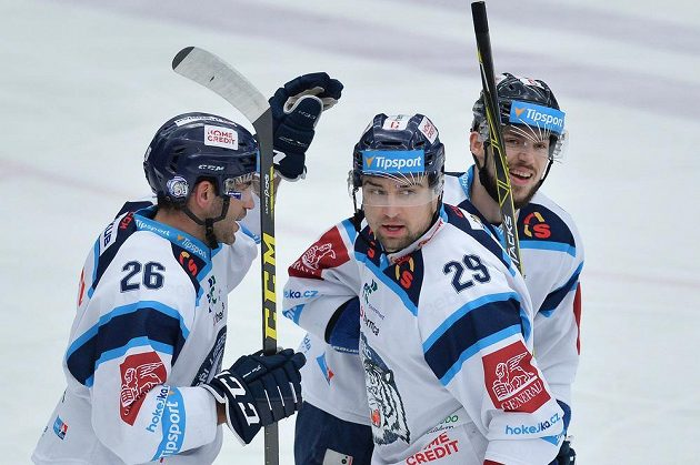 Zprava autor prvního gólu Martin Bakoš, Lukáš Krenželok a Petr Jelínek z Liberce.