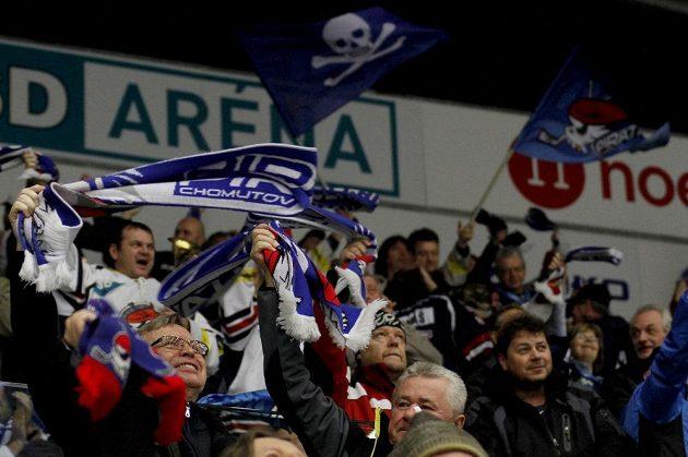 Fanoušci Chomutova oslavují vítězství nad Spartou.
