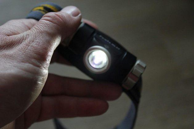 Na nejnižší režim dokáže svítit přes 100 hodin.