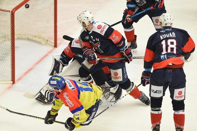 První gól v brance Chomutova.