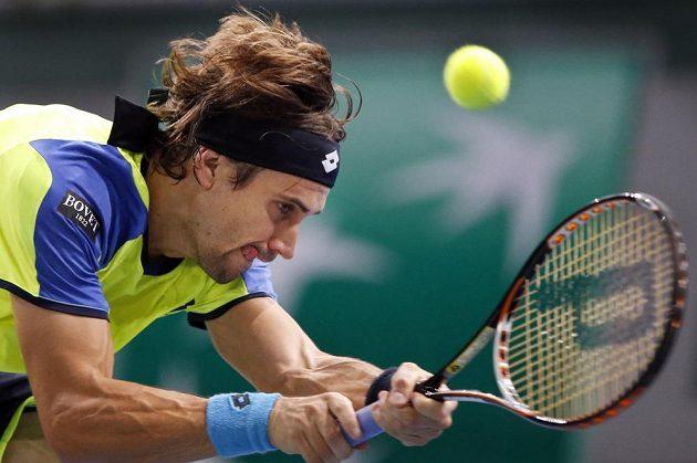 Španělský tenista David Ferrer v utkání proti Lukáši Rosolovi.