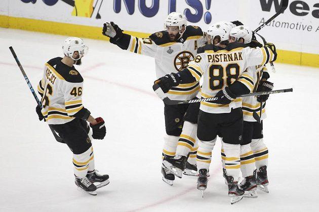 Radost v podání hokejistů Bostonu. Bruins vyhráli na ledě St. Louis a vynutili si ve finále Stanley Cupu rozhodující sedmý zápas.