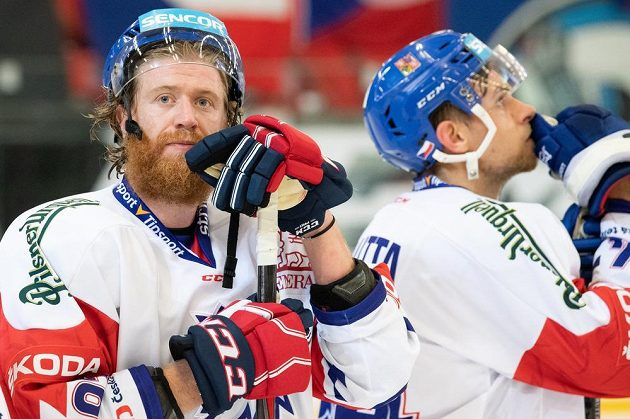 Jakub Voráček (vlevo) a Jan Rutta po utkání s Finy.