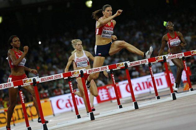 Zuzana Hejnová při finále na 400 m překážek při MS v Pekingu.