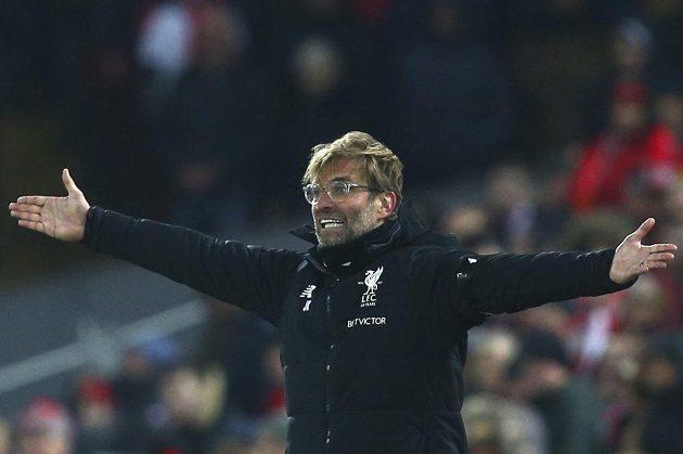 Liverpoolský kouč Jürgen Klopp během šlágru...