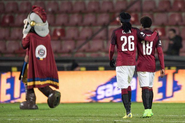 Sparťané Costa a Tiémoko Konaté po utkání proti Bohemians na letné.