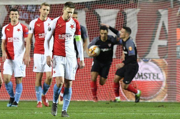 Hráči Slavie po inkasování prvního gólu. Vpředu je Milan Škoda.